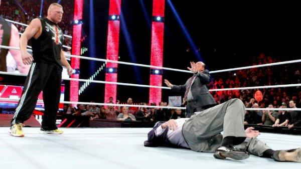 Mr. McMahon blessé suite à l'attaque de Brock Lesnar !