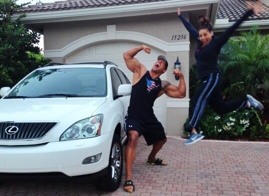 The Rock offre un SUV à sa cousine