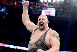 The Big Show combat en étant blessé !