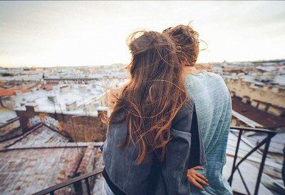 Touché par l'amour, tout homme devient poète ♥
