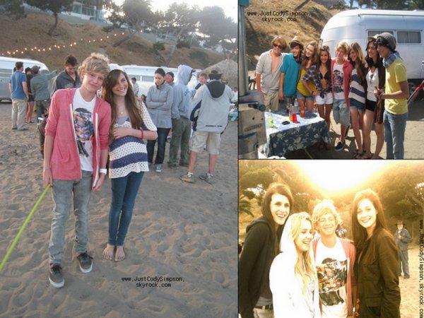 ____ Photos de Cody sur le tournage de iYiYi.  J'adore sa tenue! (: ____