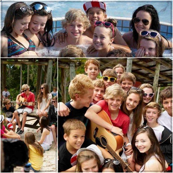 ____ Photos de Cody et ses amis dont une issue du prochain Clip de Cody. + Cody a dit aurevoir à ses amis de Gold Coast avec beaucoup de mal, il était très triste. Il est partit à Sydney.  ____