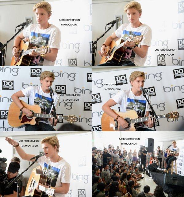 """____ Cody, accompagné de sa soeur Alli, a participé à un événement organisé par Bing et Do Something qui a pour but d'aider les jeunes. + Cody a passé la barre des 3 millions de """"j'aime"""" sur Facebook !  ____"""