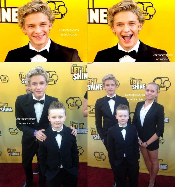 ____ Pour nous faire patienter avant la sortie de Preview To Paradise, Cody a sortit le clip de Got Me Good ! Qu'en pensez vous ? + Cody s'est rendu à l'avant première du film Let It Shine avec son petit frère Tom.  ____