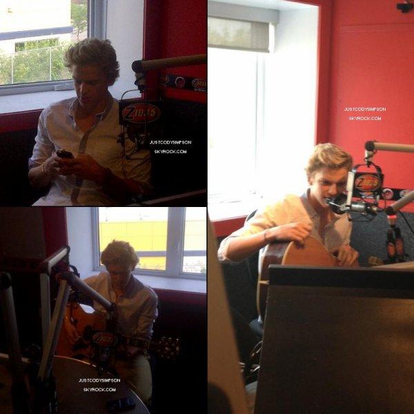 ____ 17 Juin 2012 : Cody était présent aux MuchMusic Video Awards. + Cody est passé sur la radio Z1035 à Toronto.  ____