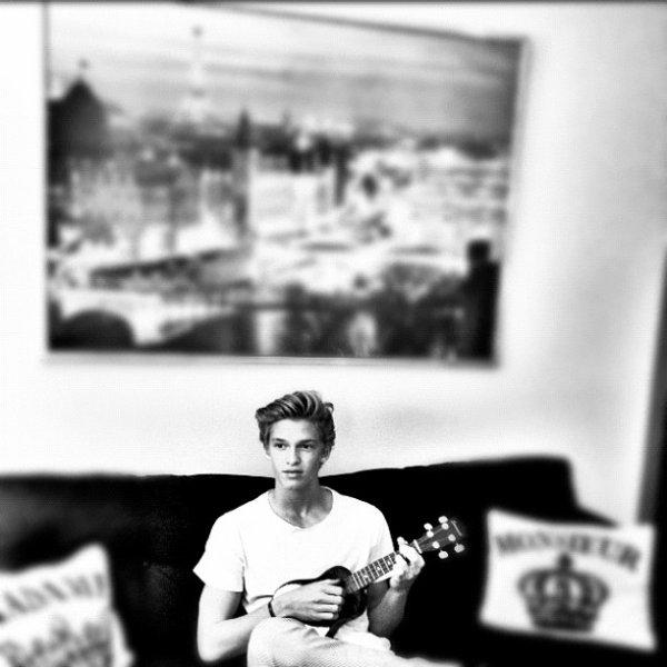 ____ Vidéo des coulisses du Photoshoot pour le Preview To Paradise. + Vidéo pour la promotion des tickets VIP Meet & Greet de la tournée d'été de Cody. ++ Photos Instagram. ____