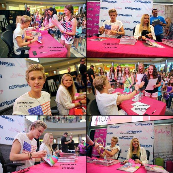 ____  Nouvelles Photos de la séance d'autographes pour Pastry Shoes. + Interview de Cody pour la radio 101,3 KDWB.++ Cody fait la promortion des Cody Texts Bands.   ____