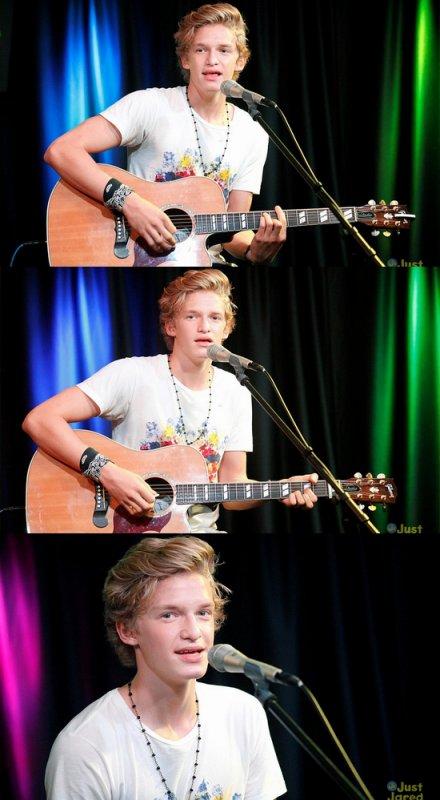 ____ Concert de Cody au Q102′s iHeart Radio Performance Theater. + Vidéo farce de Cody et ses amis qui sont en tournée avec lui.++ La chanson They Don't Know About Us avec Victoria Duffield est enfin dévoilée!   ____