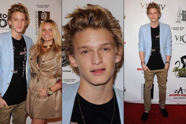 ____ Découvrez le film Finding Cody! + Photos de Cody dans les rues de Vancouver.++ Cody et Alli à la fête de Carly Rae Jepsen.   ____