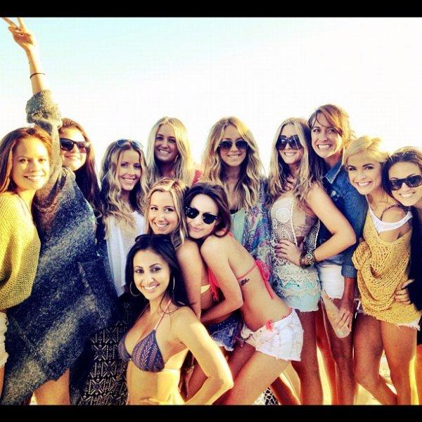 --      ● Ashley arrive à la plage pour son anniversaire ( articles plus bas ) avec Scott ce 2 Juillet ●       --     ● Photos Instagram de cette fête d'anniversaire à la plage postées récemment ●   --