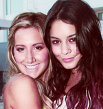 Ashley-Vanessa-Source ta source sur Ashley Tisdale & Vanessa Hudgens réunies !