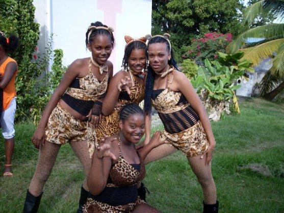 une parti des danseuse de pétrol band de 2010