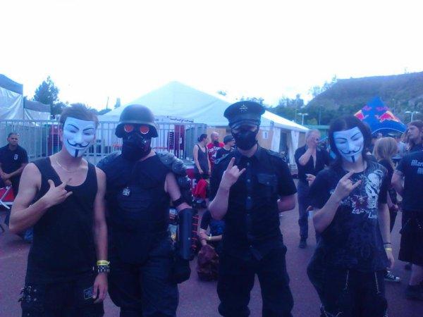 un masque cache tous nos problemes