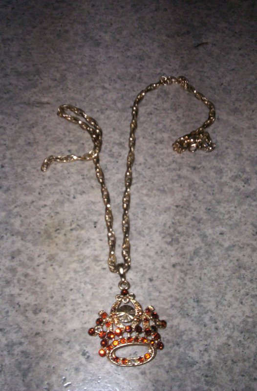 4eme article : Collier couronne .