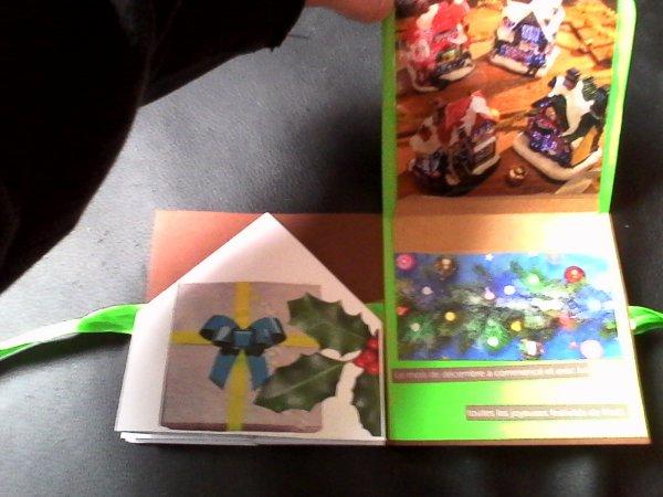 petites cartes de noel pretes a etre envoyees