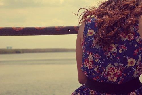 """"""" L' amour s' use, mais le douleur reste vivace. Elle change de masque mais demeure. On ne finit jamais de souffrir, alors qu' on finit, un jour, d' aimer."""""""