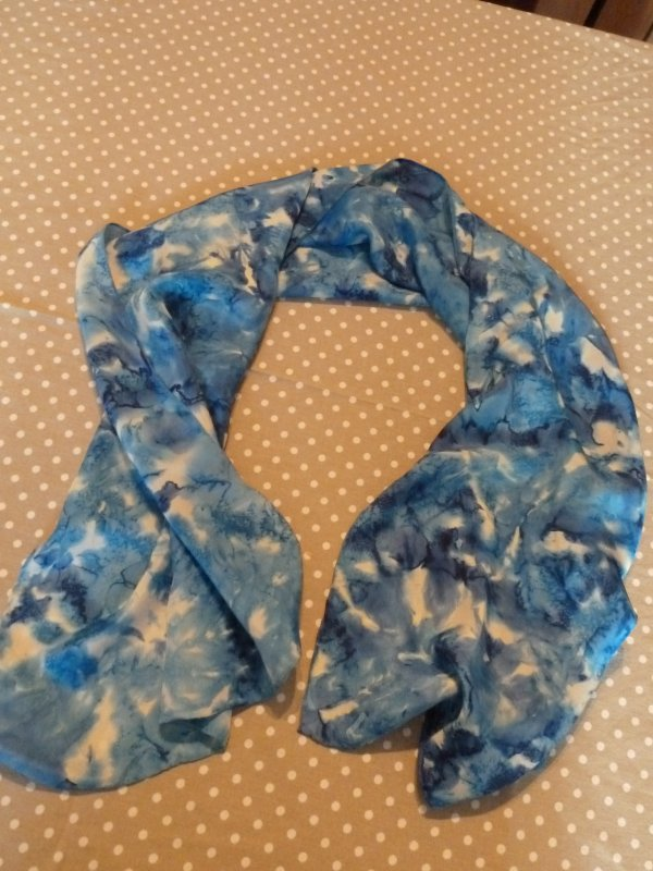 FINE ECHARPE SOIE camaieu de bleu  18 ¤