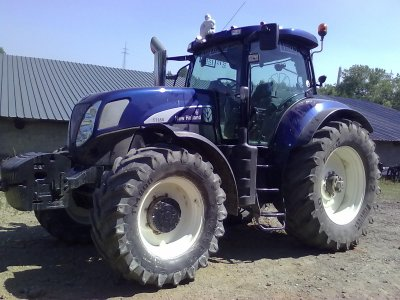 New Holland T7050 bleue mazerati
