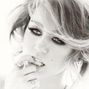 20 000 000 M de J'AIME sur la page de Miley Cyrus !