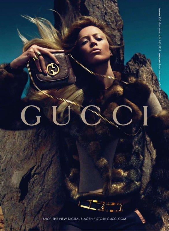 Campagne Automne/hiver 2010-2011 Gucci avec Raquel Zimmermann et Nikola Jovanovic.