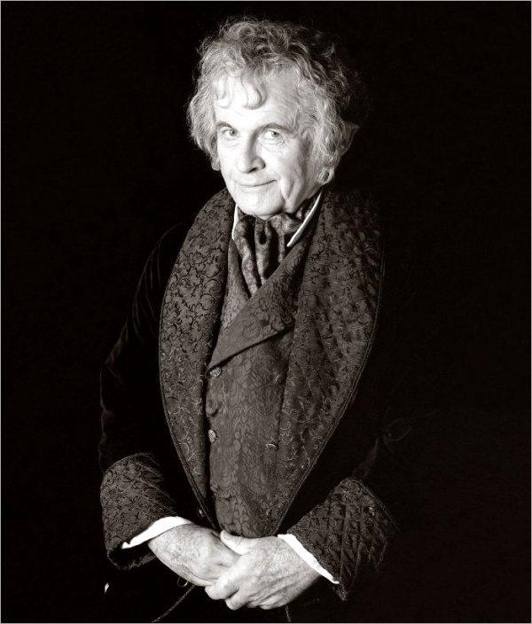 # Flashback:Photo Officielle de Bilbo Baggins dans La Communauté de l'Anneau
