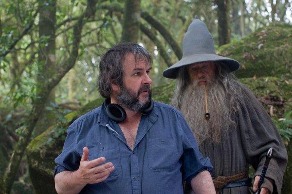 ■ [ The Hobbit ]  Nouvelle photo de Peter Jackson et Ian McKellen sur le tournage