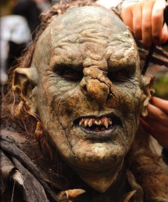 ■ [ The Hobbit ]  Photo du tournage avec un orc au maquillage