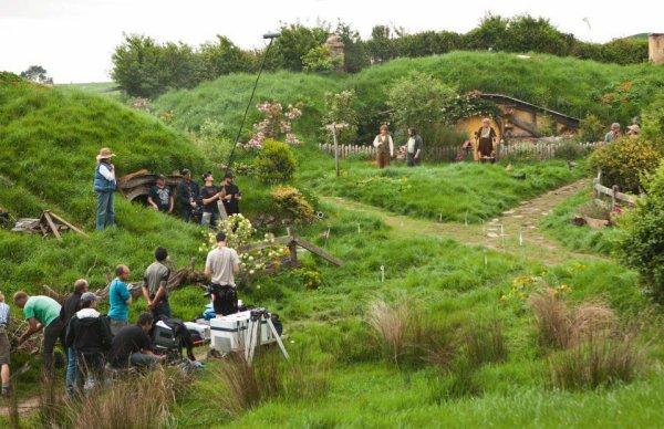 ■ [ The Hobbit ]  Photo du tournage avec PJ et Bilbo