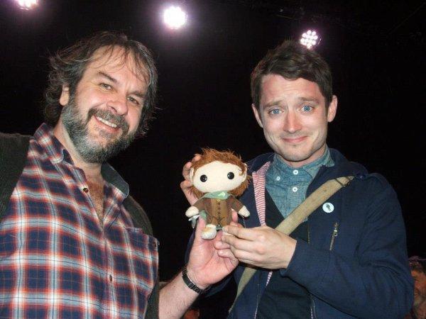 ■ [ The Hobbit ]  Elijah Wood et Peter JacksonLors de la fête précédent l'avant-première