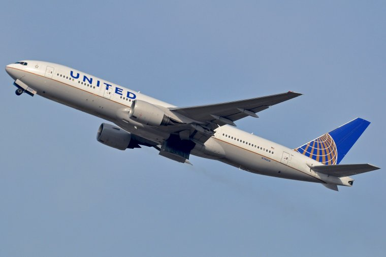 Boeing 777-222 United Airlines