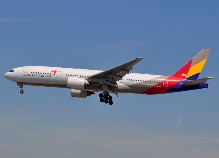 Boeing 777-28E/ER Asiana Airlines