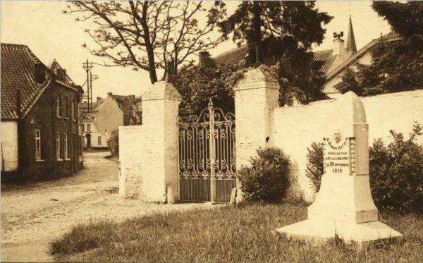 FLOBECQ - Monument Arthur Dubois