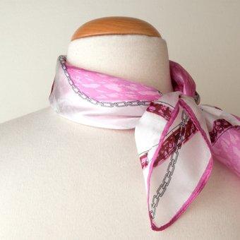 Le foulard comment le porter pour avoir du style ?