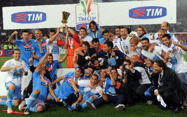 Napoli remporte la Coppa Italia 2012