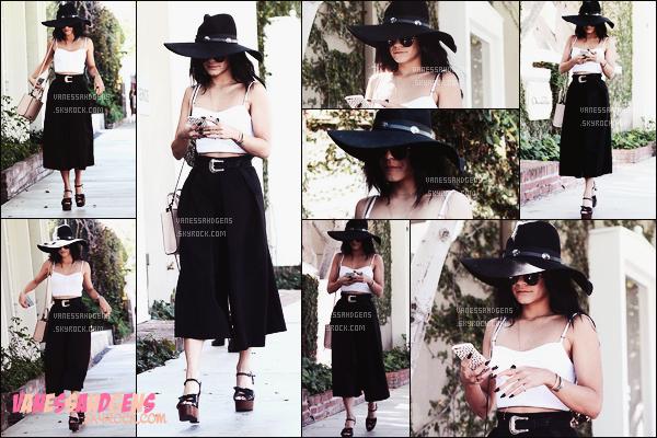 02/10/15 • Vanessa Hudgens a été vue quittant le salon Kate Somerville dans West Hollywood.