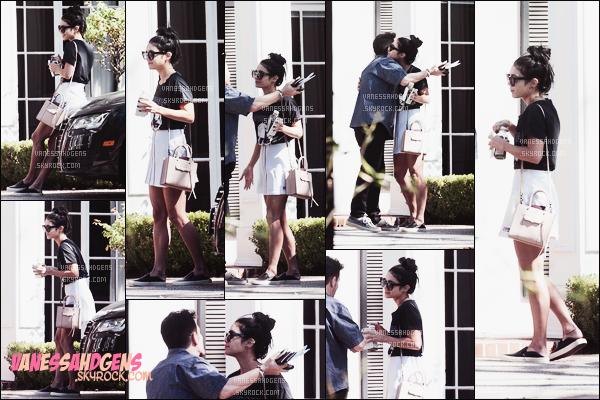 05/10/15 • Vanessa Hudgens a rendu visite à un de ses amis dans la ville de Los Angeles.