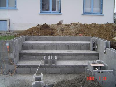 Escalier 1 piscine beton for Marche piscine