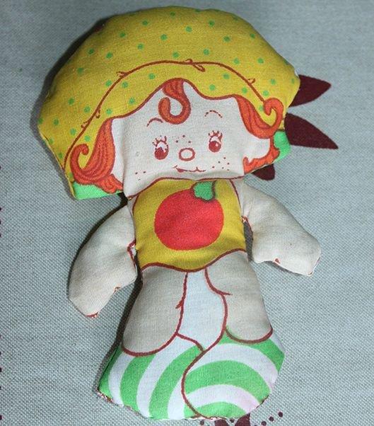 """Petite poupée de chiffon """"Chausson aux Pommes"""" vintage"""