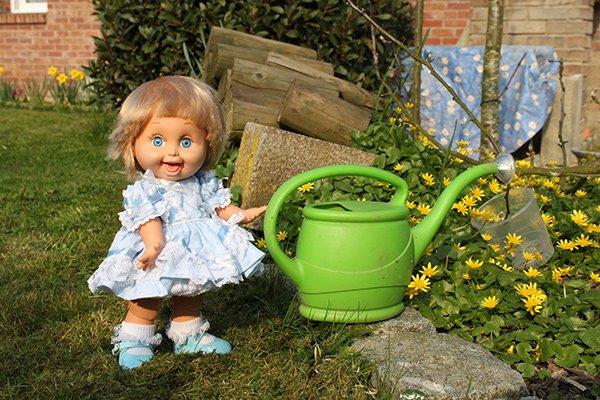 Penny s'occupe du jardin