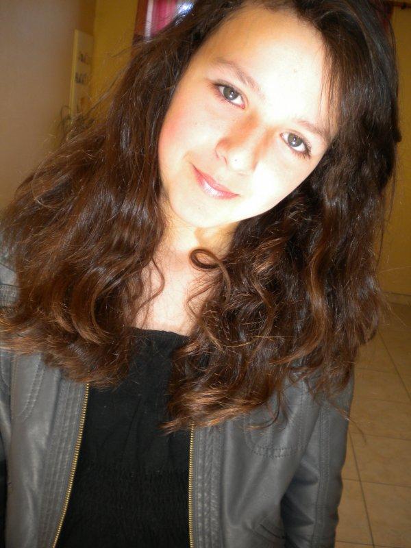 * * Maëliss ; 13ans ; ( 35 ) ; Célibataire mais amoureuse♥ .  *