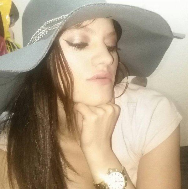 avec mon chapeau préféré bisou