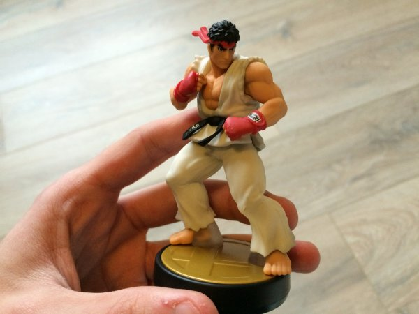 Unboxing: Amiibo Super Smash Bros. collection: Ryu