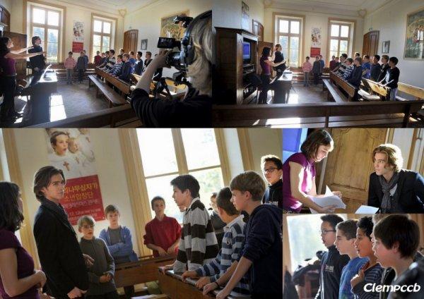 """PRESSE PCCB """"Amaury Vassili avec les Petits Chanteurs à la Croix de Bois pour une émission de télé..."""