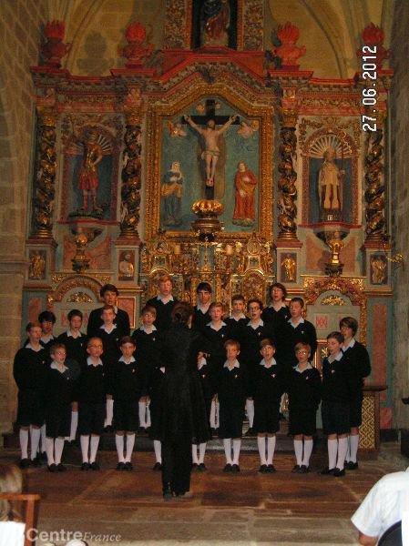 Les Petits Chanteurs à la Croix de Bois ovationnés par un auditoire conquis...