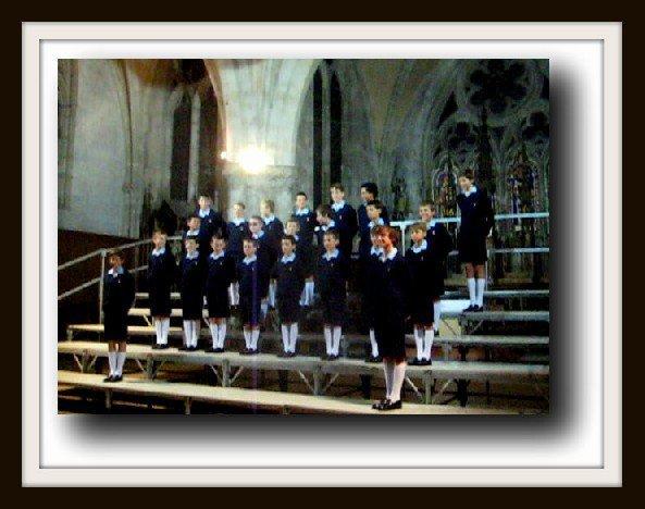 Les Petits Chanteurs à la Croix de Bois chantent à l'église de Montmirail..(19/09/12)