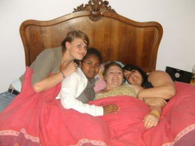 Justine Joelle sarah et moi je vous aime les filles =) <3