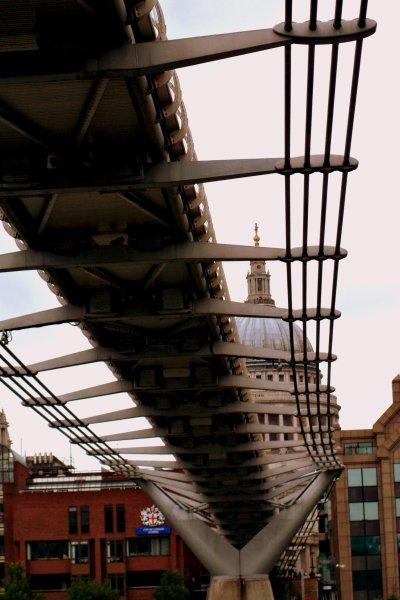 Millennium Bridge  ;  (Londres .)