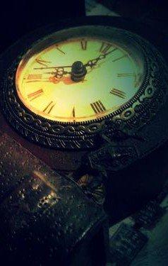 """"""" Et c'est le temps qui court, court Qui nous rend sérieux La vie nous a rendus plus orgueilleux..."""" - Les Enfoirés -"""