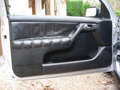 d58b235a3db2 Petite trouvaille pour la Golf 3   4 panneaux de portes en cuir noir  d origine !!! Voici l un de ces dernier après nettoyage, cela va de soit !!!