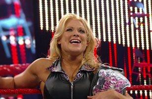 Beth Phoenix (c) bat Kelly Kelly.Match simple pour le championnat des Divas de la WWE